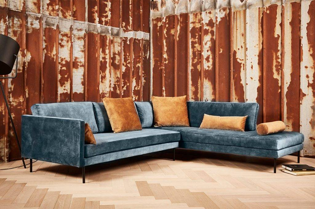 The Riposo sofa in changing blue with orange - golden cushions - SAXO Living